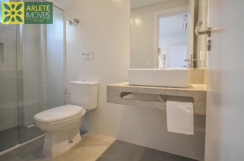 9 - banheiro social apartamento locação mariscal