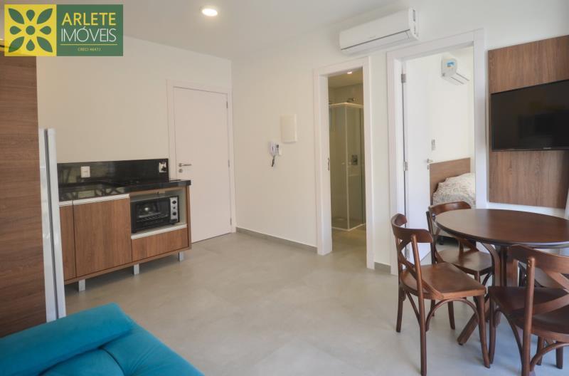 2 - sala de estar e cozinha conjugadas apartamento locação mariscal
