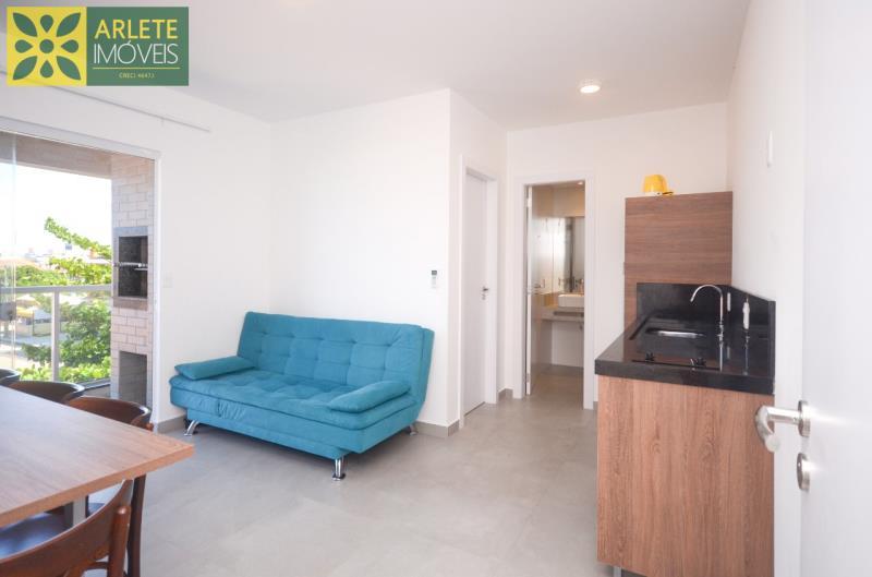 2 - sala de estar e cozinha integrados apartamento locação mariscal