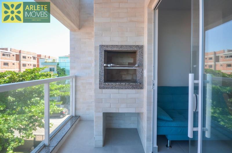11 - varanda com churrasqueira apartamento locação mariscal