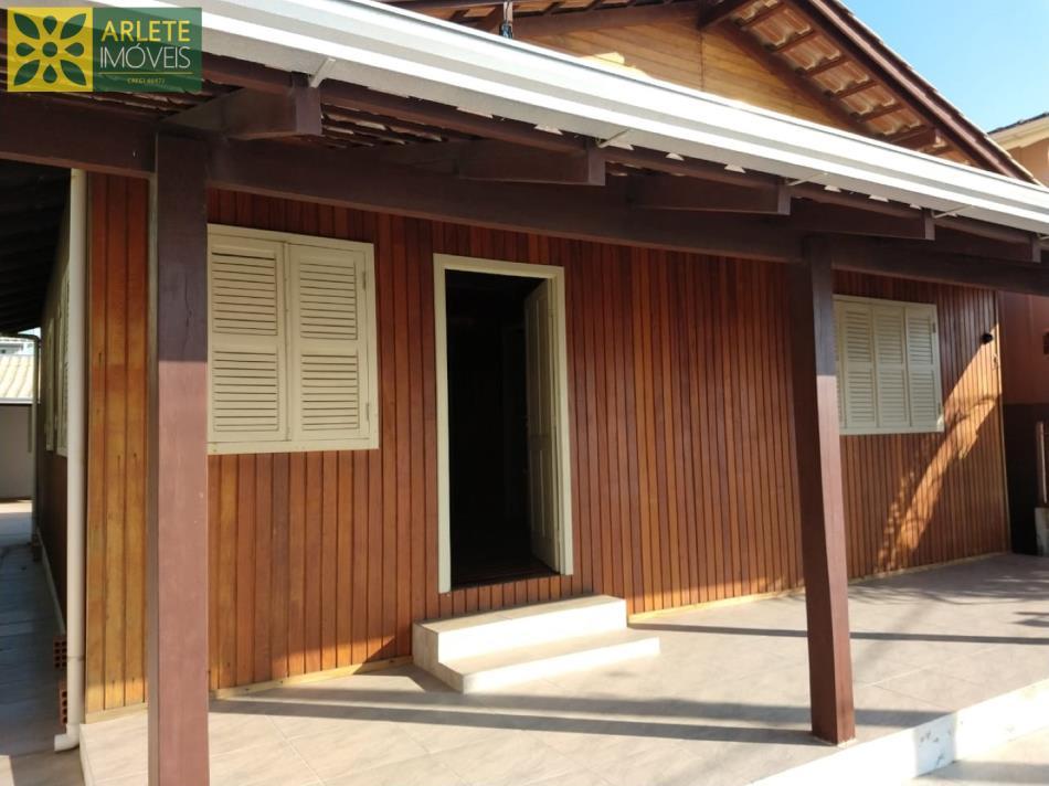 Casa Codigo 1695 a Venda no bairro-Centro na cidade de Porto Belo