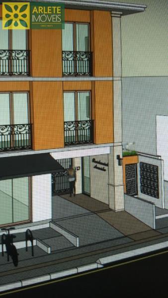 2 - Fachada de apartamento, com excelente localização, no centro de Porto Belo/SC