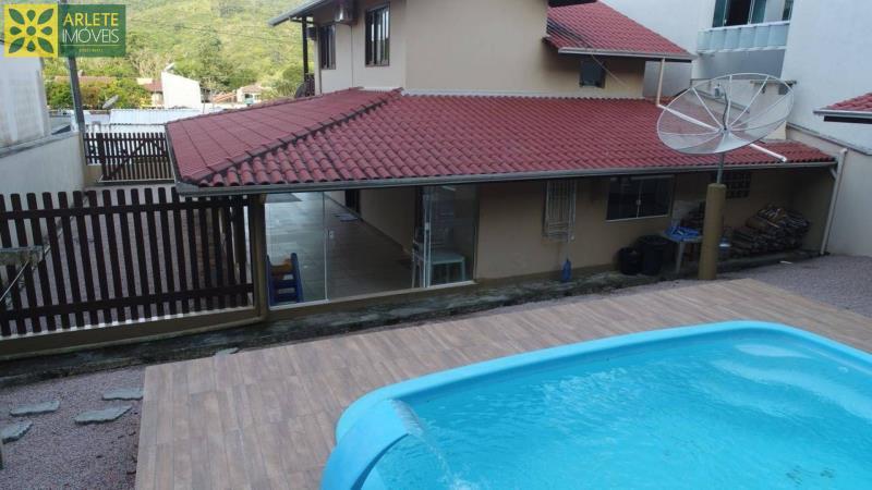 Casa-Codigo-81-a-Venda-no-bairro-Centro-na-cidade-de-Porto-Belo