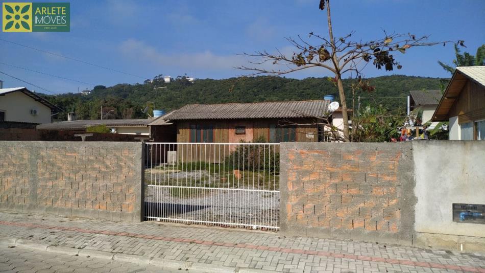Casa Codigo 1735 a Venda no bairro-José Amândio na cidade de Bombinhas