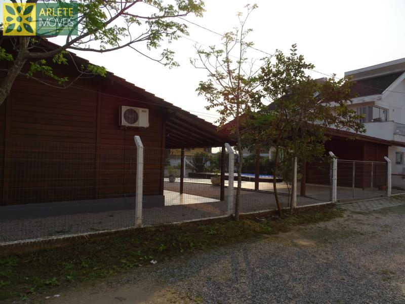 Casa Codigo 1739 a Venda no bairro-Centro na cidade de Porto Belo