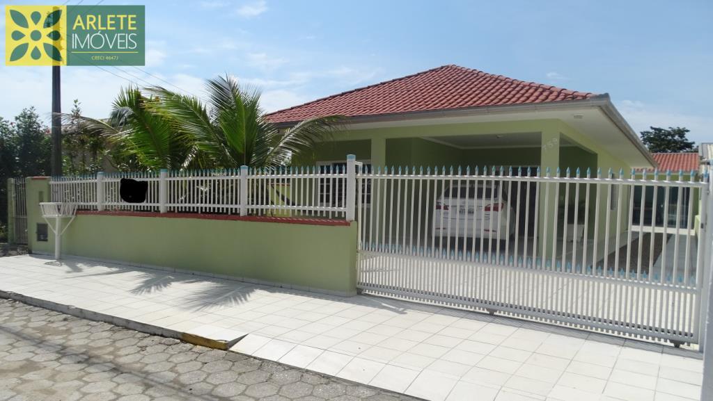 Casa Codigo 269 para Temporada no bairro Perequê na cidade de Porto Belo