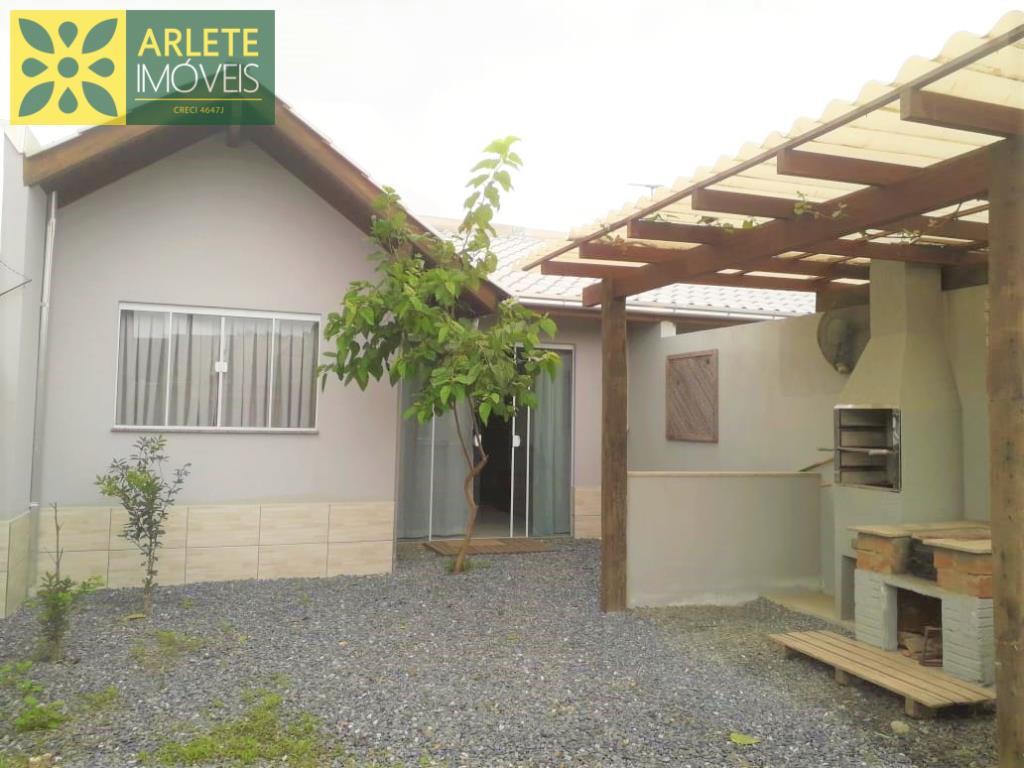 Casa Codigo 647 para Temporada no bairro Mariscal na cidade de Bombinhas