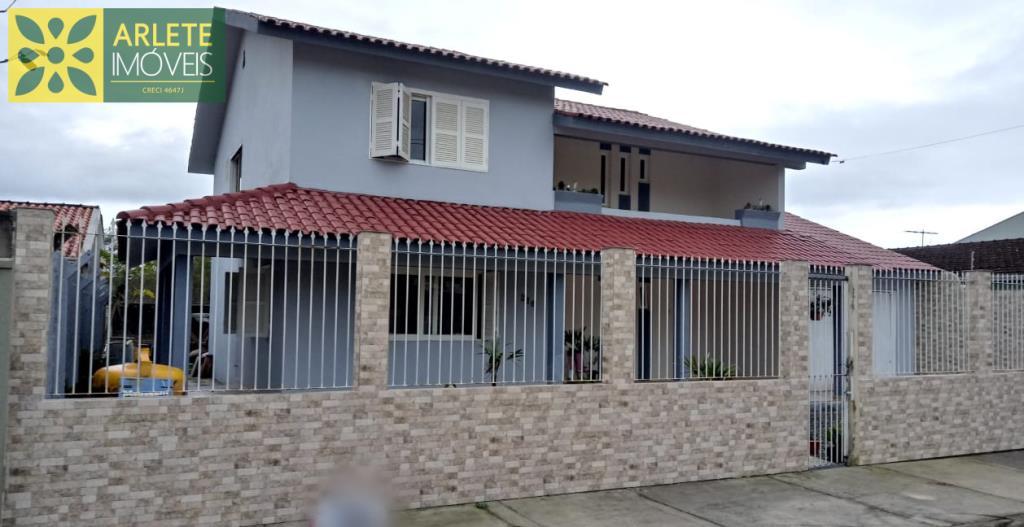 Casa Codigo 1764 a Venda no bairro-Perequê na cidade de Porto Belo