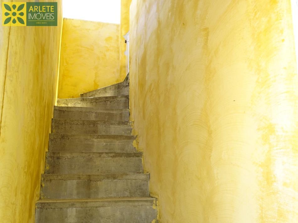 12 - acesso 2º pavimento eaos demais apartamentos a serem concluída obra