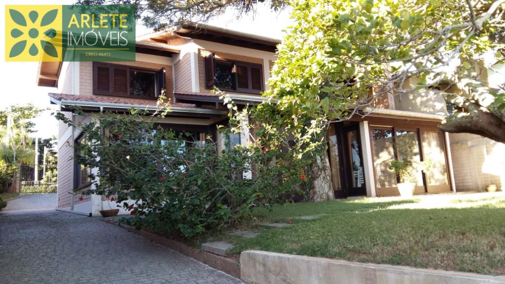 Casa Codigo 1942 a Venda no bairro-Canto Grande na cidade de Bombinhas