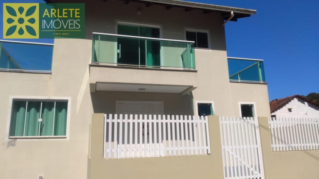 Casa Codigo 26 para Temporada no bairro Centro na cidade de Porto Belo