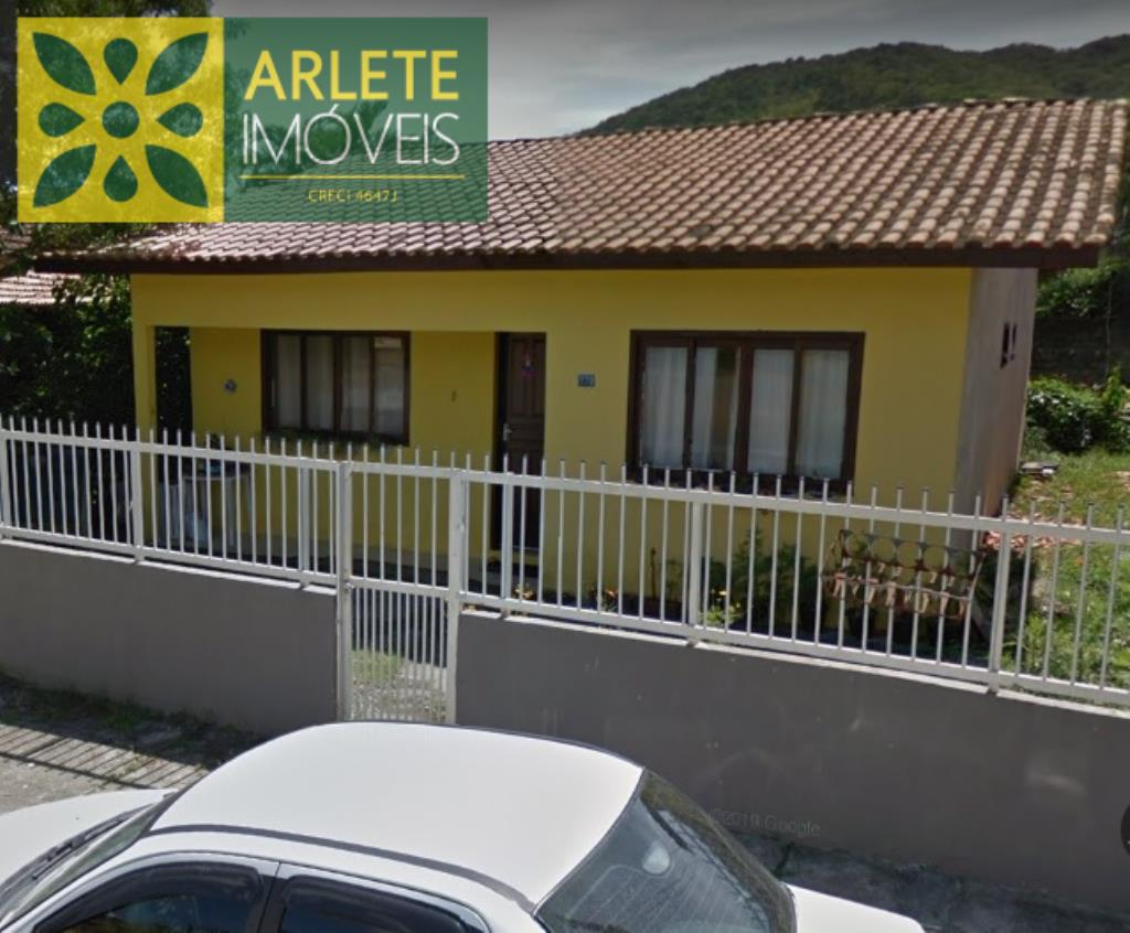 Casa Codigo 51 para Temporada no bairro Centro na cidade de Porto Belo