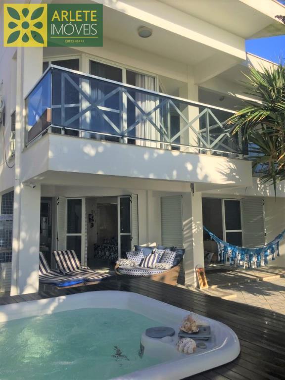 Casa Codigo 242 para Temporada no bairro Perequê na cidade de Porto Belo