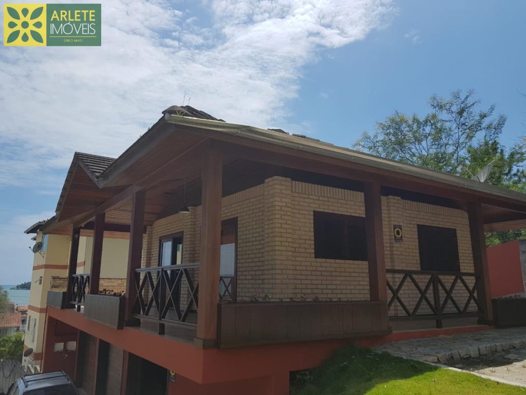 Casa Codigo 25 para Temporada no bairro Centro na cidade de Porto Belo