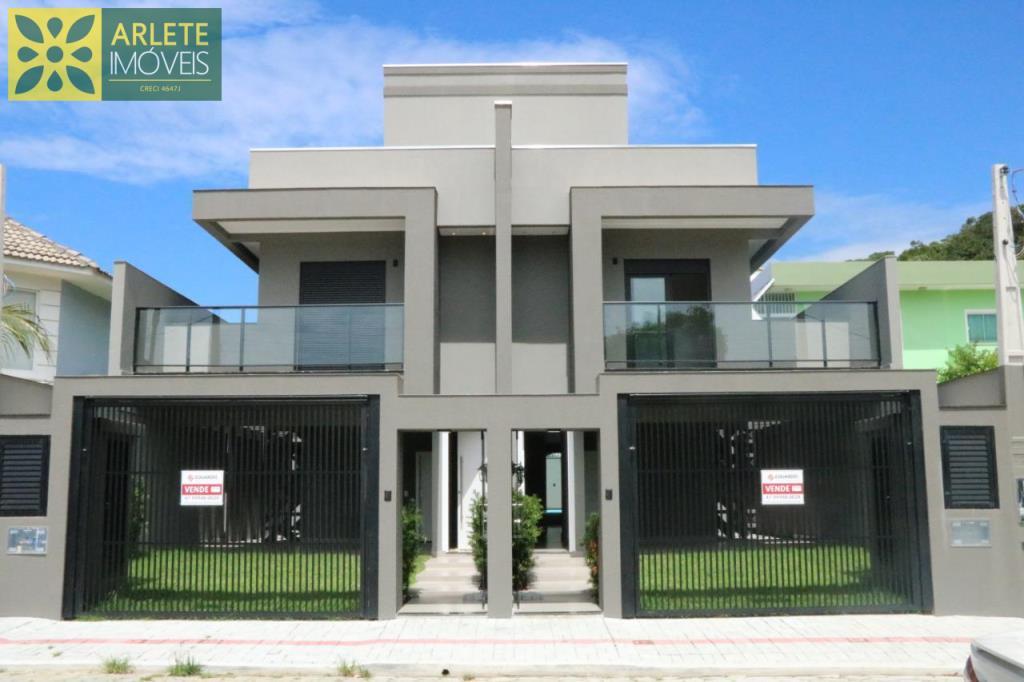 Casa Codigo 2300 a Venda no bairro-Morrinhos na cidade de Bombinhas