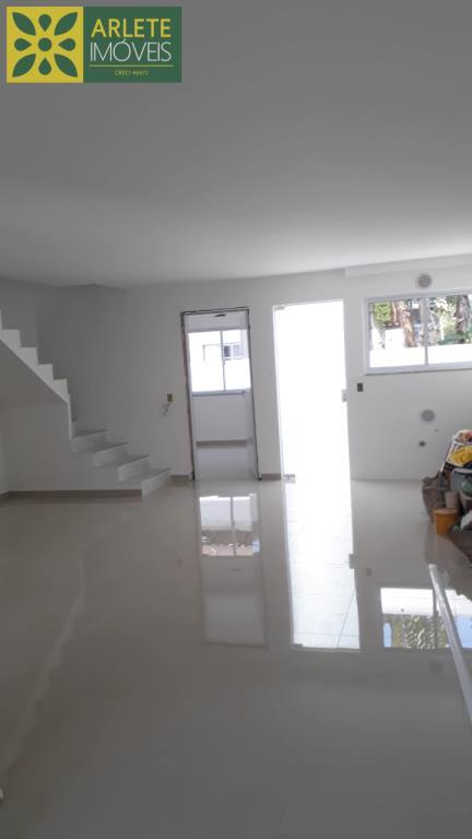 Casa-Codigo-2245-a-Venda-no-bairro-Zimbros-na-cidade-de-Bombinhas