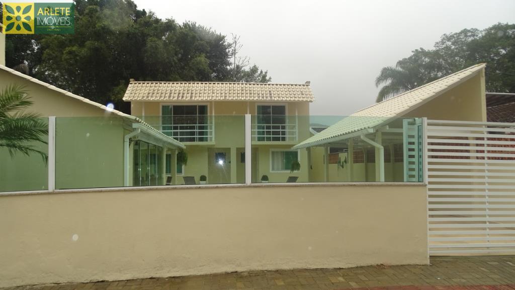 Casa Codigo 2517 a Venda no bairro-Centro na cidade de Porto Belo