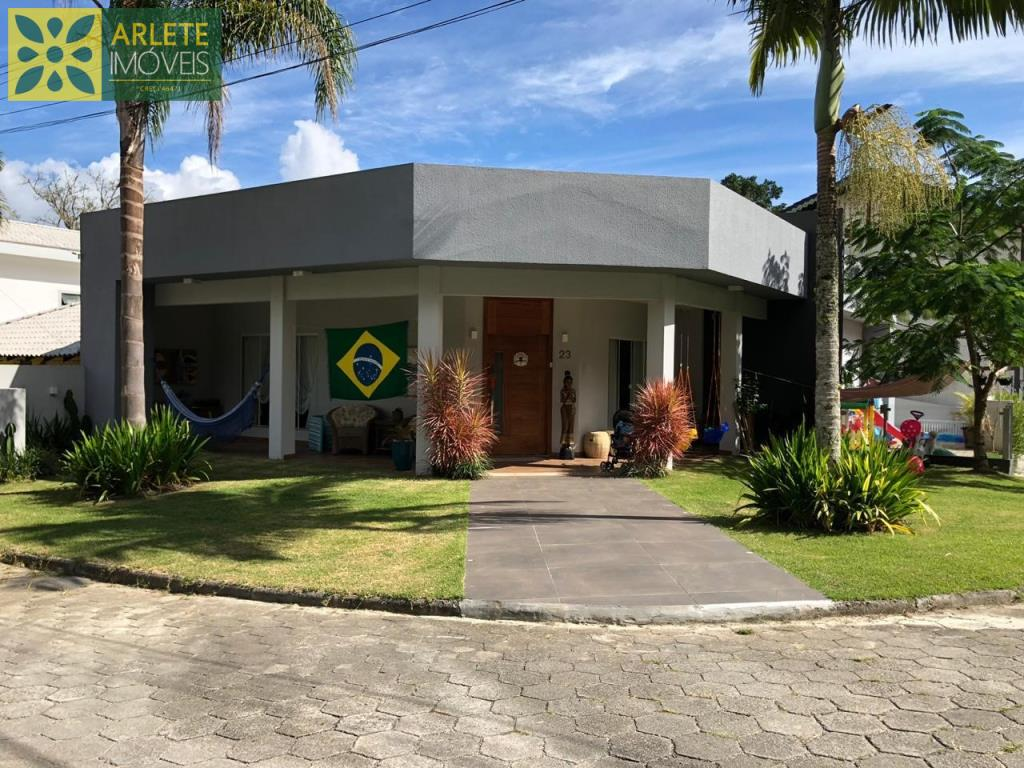 Casa Codigo 2518 a Venda no bairro-Centro na cidade de Porto Belo