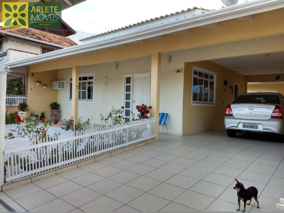 Casa Codigo 2285 a Venda no bairro-Bombas na cidade de Bombinhas