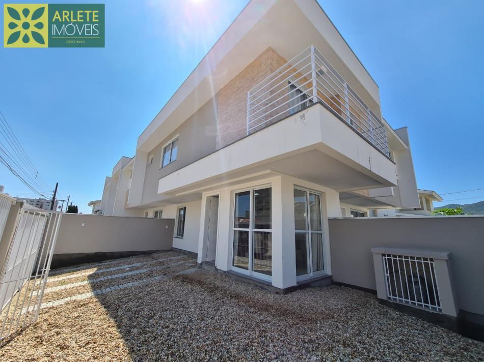 Casa Codigo 2485 a Venda no bairro-Perequê na cidade de Porto Belo