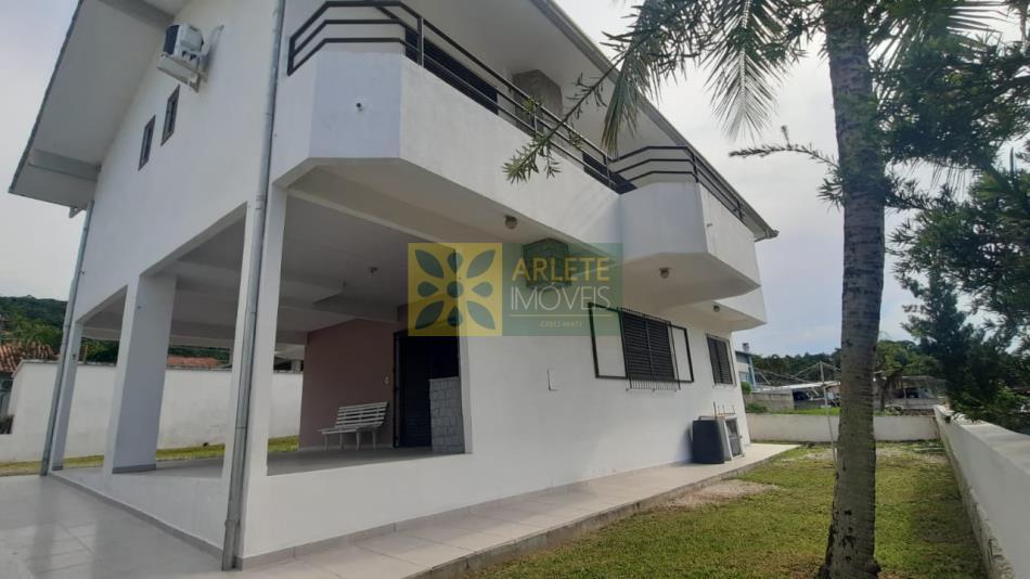 Casa Codigo 2719 a Venda no bairro-Centro na cidade de Porto Belo