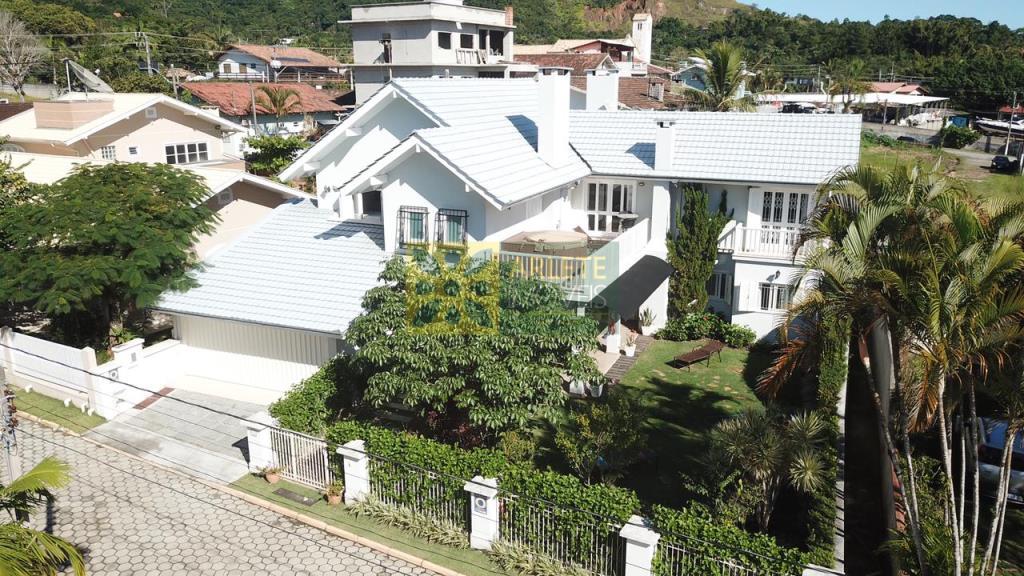 Casa Codigo 2722 a Venda no bairro-Centro na cidade de Porto Belo