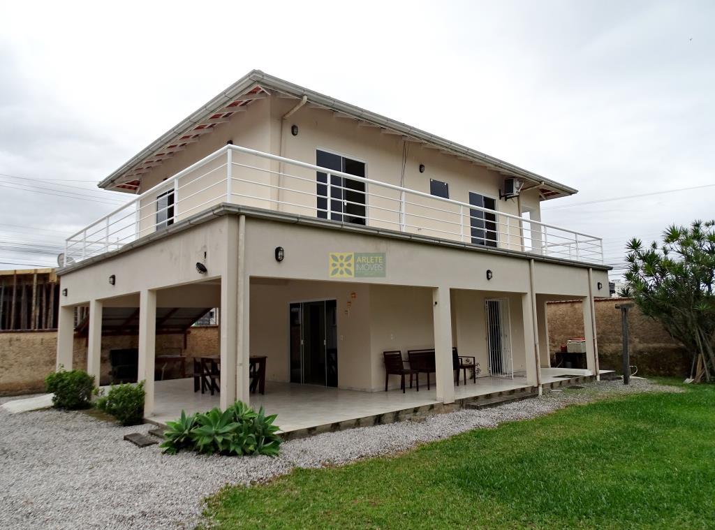Casa Codigo 102 para Temporada no bairro Vila Nova na cidade de Porto Belo