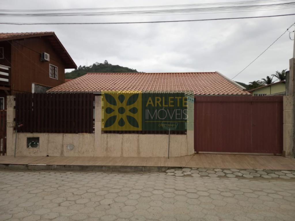 Casa Codigo 38 para Temporada no bairro Centro na cidade de Porto Belo