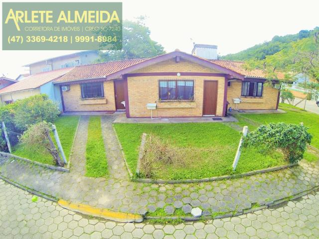 Casa Codigo 127 para Temporada no bairro Centro na cidade de Porto Belo