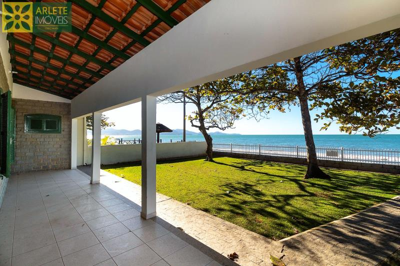 25 - área casa locação beira mar perequê