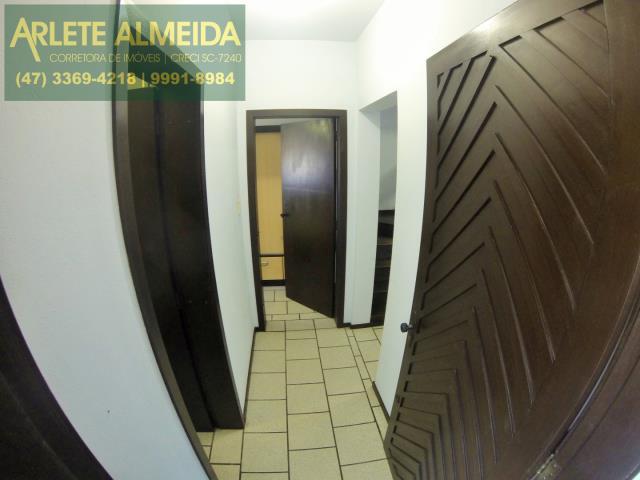 30 - corredor da entrada imóvel locação perequê