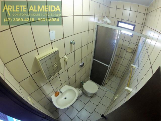 27 - banheiro social imóvel locação perequê