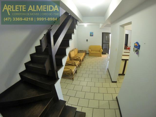 11 - escada de acesso imóvel locação perequê
