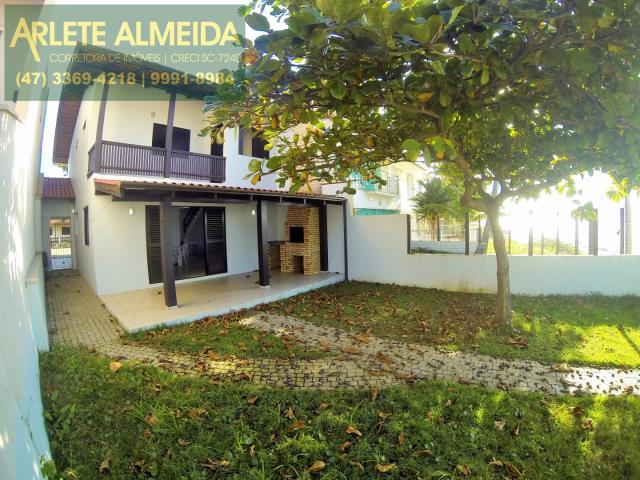 Casa Codigo 211 para Temporada no bairro Perequê na cidade de Porto Belo