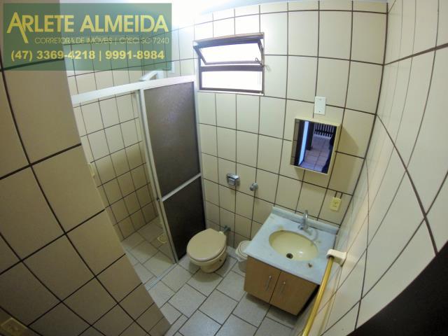 28 - banheiro social superior imóvel locação perequê