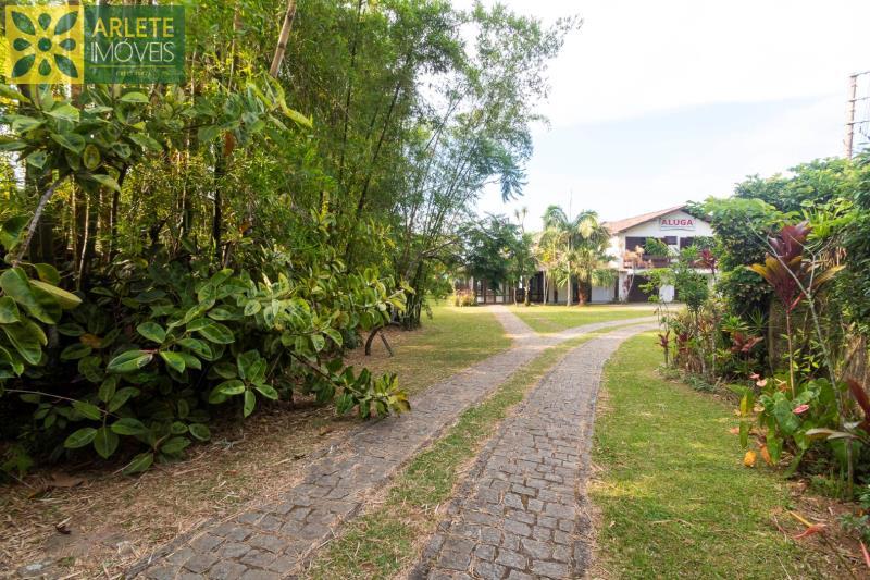 36 - área externa e jardim imóvel para locação porto belo