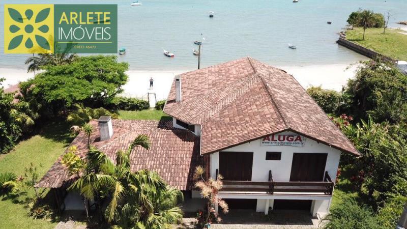 Casa Codigo 130 para Temporada no bairro Centro na cidade de Porto Belo