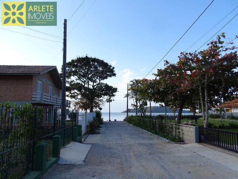 22 - vista da rua para a praia imóvel locação porto belo