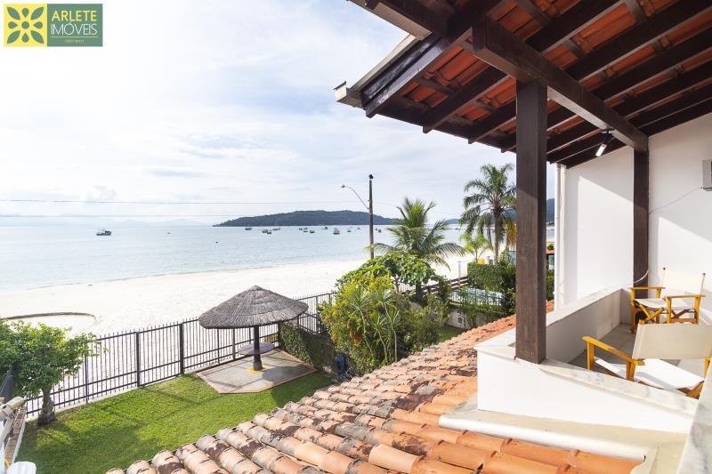 12 - vista janela casa beira mar locação porto belo