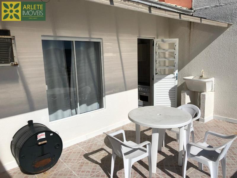 13 - área social externa apartamento locação porto belo