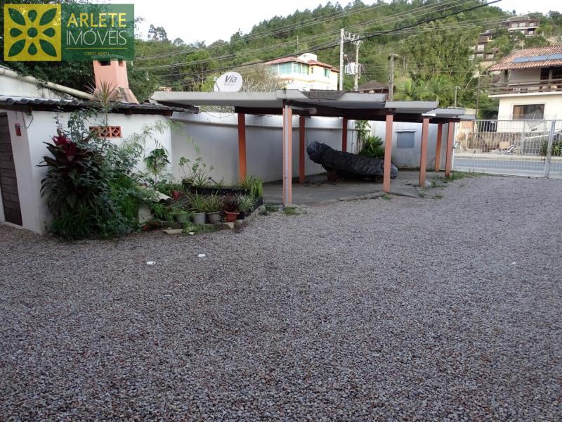 20 - estacionamento coberto apartamento locação porto belo