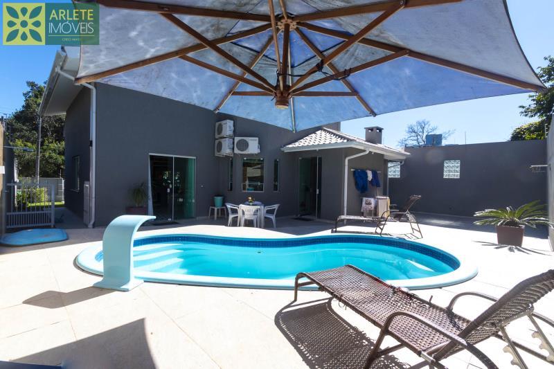 4 - área de lazer casa com piscina para aluguel em Bombinhas