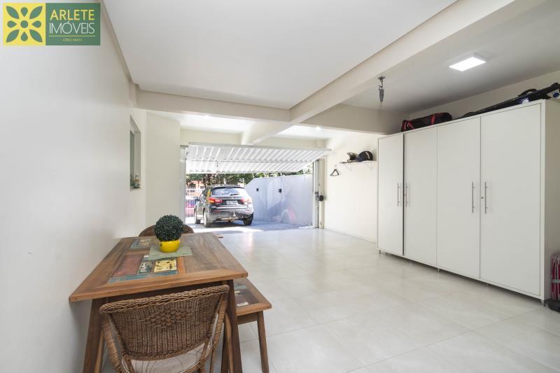 10 - garagem interna casa com piscina para aluguel em Bombinhas