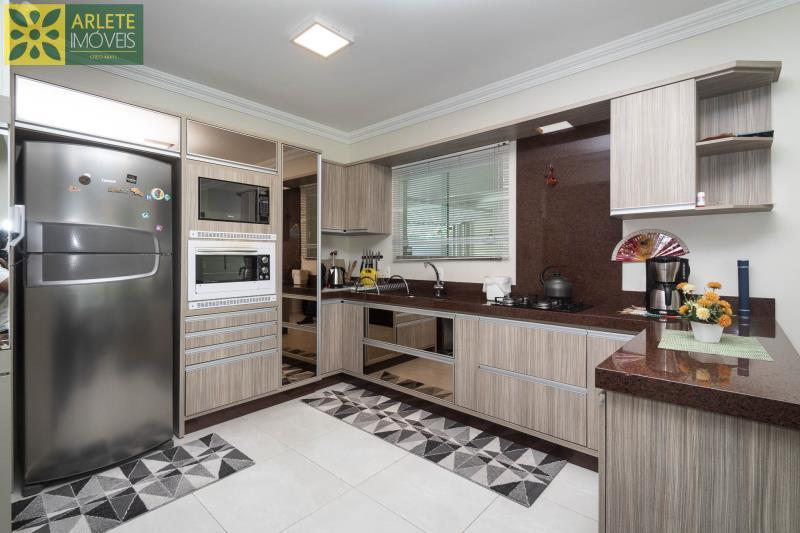16 - cozinha casa com piscina para aluguel em Bombinhas