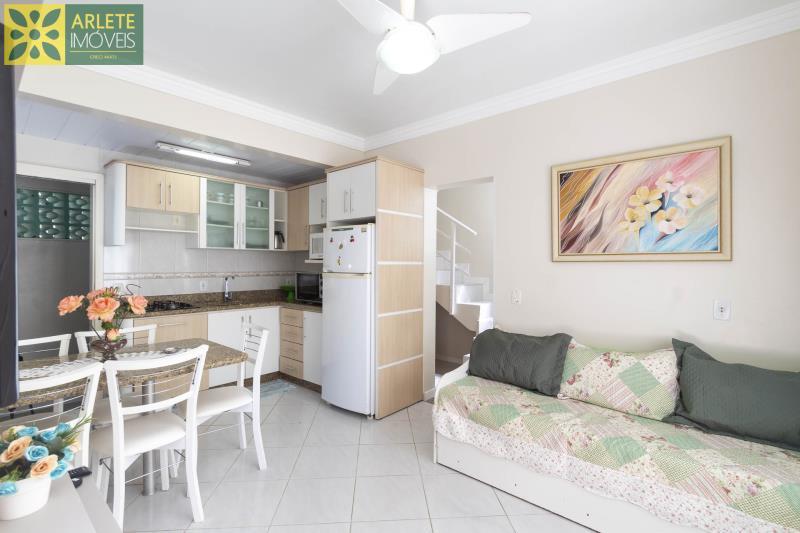 6 - sala e cozinha  aluguel bombinhas
