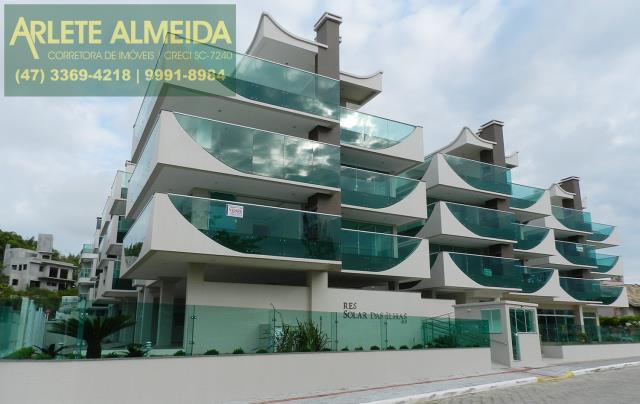 Departamento Codigo 915 a Venda no bairro-Quatro Ilhas na cidade de Bombinhas