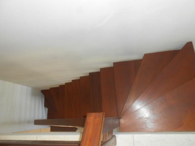 Escada em madeira nobre