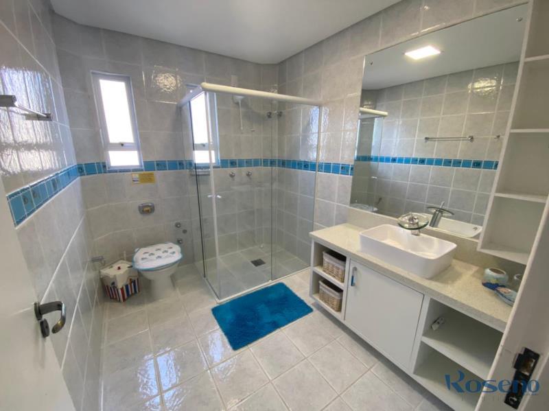 banheiro social em cima